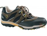 SHOE LOWER CRUST AND CORDURA®TYPE TREKKING TIP AND FOIL, OF A METAL-FREE TWO COMPONENT SOLE